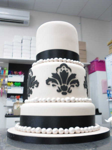 wedding cake delivery charges fleur de lys wedding cake chocolate earth cakes 22428