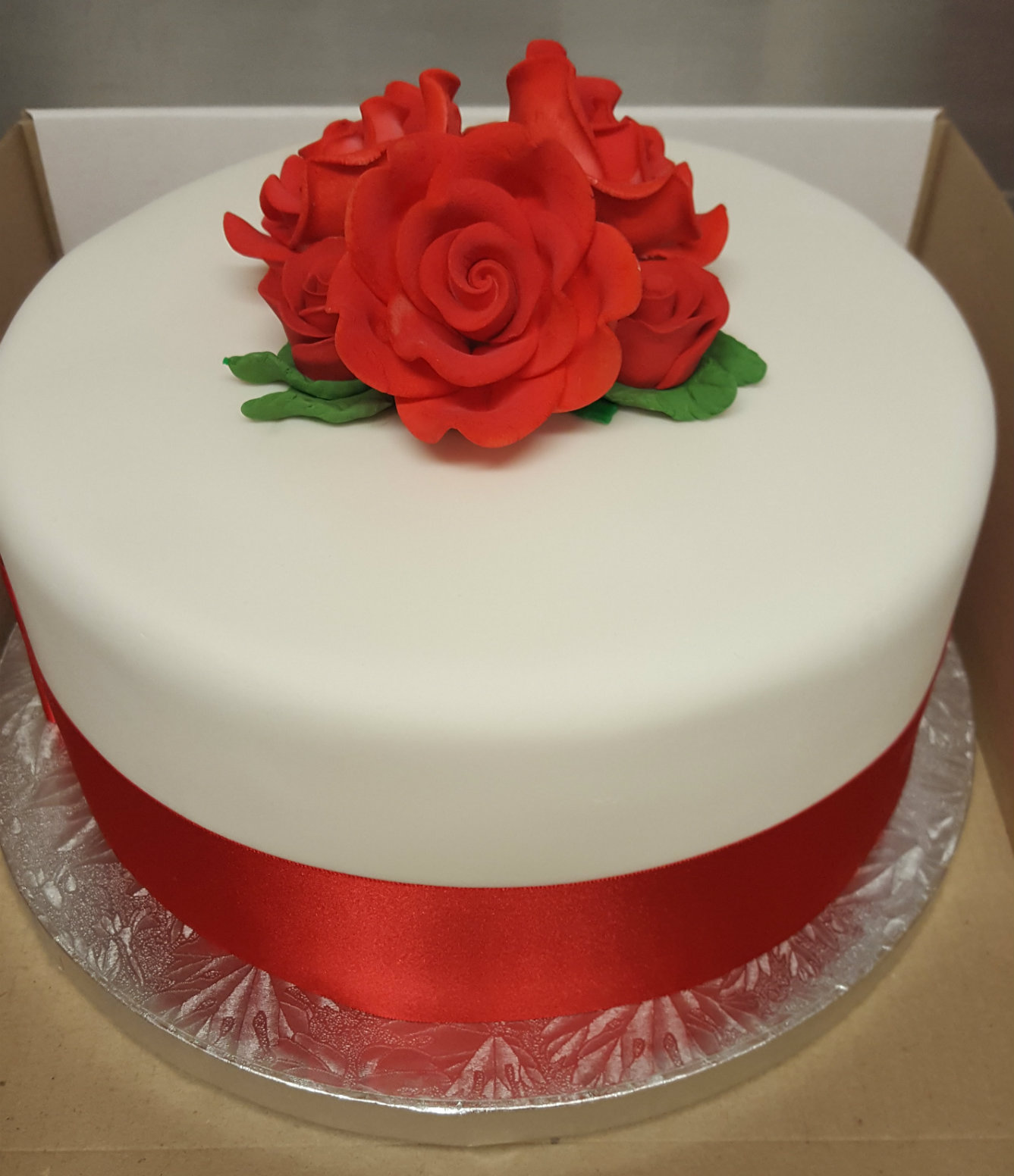 Single Tier White With Red Roses Wedding Cake Chocolate